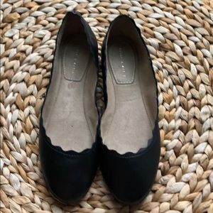 Kelly & Katie leather scallop flats
